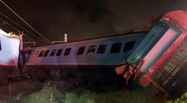 Güney Afrika'da trenler çarpıştı: 1 ölü, 5 yaralı