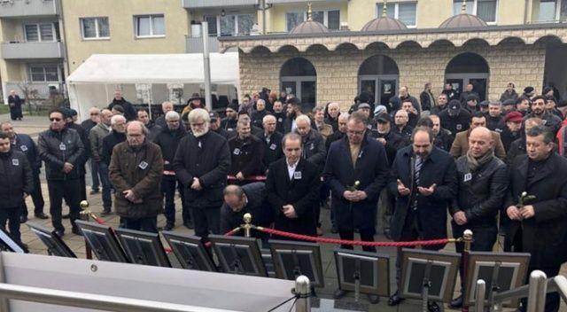 Hanau'daki ırkçı terör saldırısının kurbanları Duisburg'da anıldı