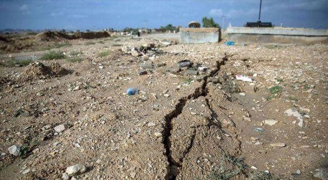 İran depremi Van'ın bazı köylerinde hasara neden...