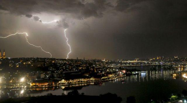 İstanbul'da gök gürültülü sağanak yağmur etkili oluyor