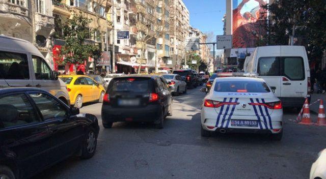 İstanbul'un göbeğinde bıçaklı trafik kavgası: 1 yaralı