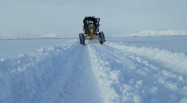Kar kalınlığı 1,5 metreyi geçti! Vatandaşlar zor anlar yaşıyor