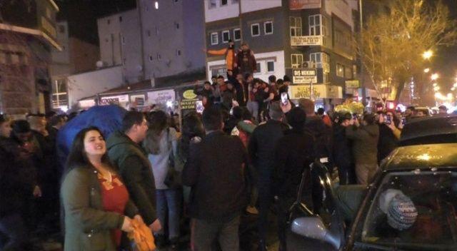 Kars'ta Galatasaraylı taraftarlar sokaklara döküldü