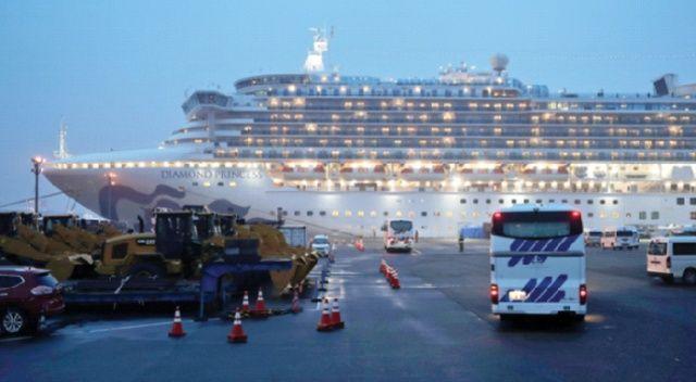 Koronavirüsten karantinaya alınan gemi boşalıyor