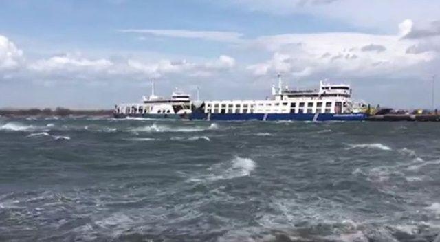 Lapseki'de Çardak-Gelibolu seferini yapan feribot karaya oturdu