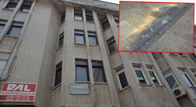 Şiddetli lodostan düşen cam bir kişiyi yaraladı