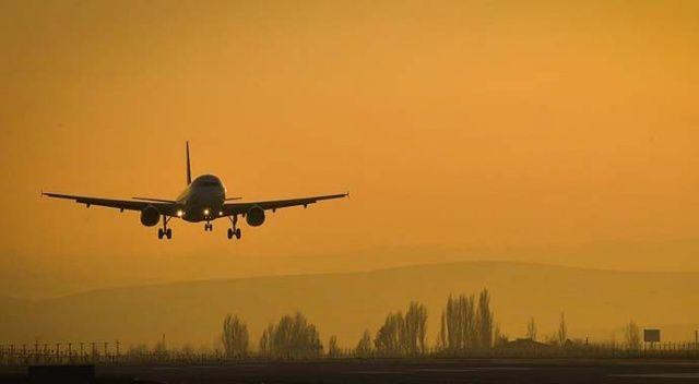 Uçağın tuvaletinde unutulan para dolu çantayı bir yolcunun aldığı ortaya çıktı