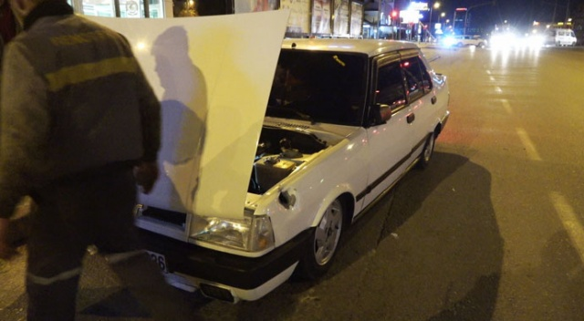 Yol verme kavgasında otomobile bıçakla saldırıp tüfekle ateş açtılar