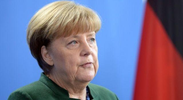 Almanya Başbakanı Merkel çalışmalarını evinden yürütüyor