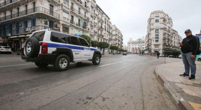 Cezayir'de karantina altına alınmayı kabul etmeyenlere hapis cezası