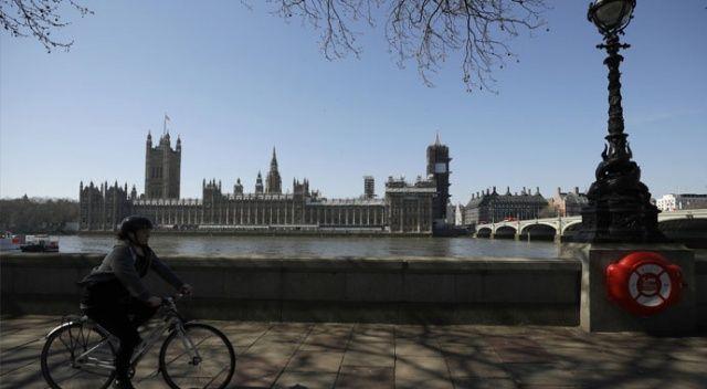 İngiltere'de koronavirüs nedeniyle ölü sayısı 465'e çıktı