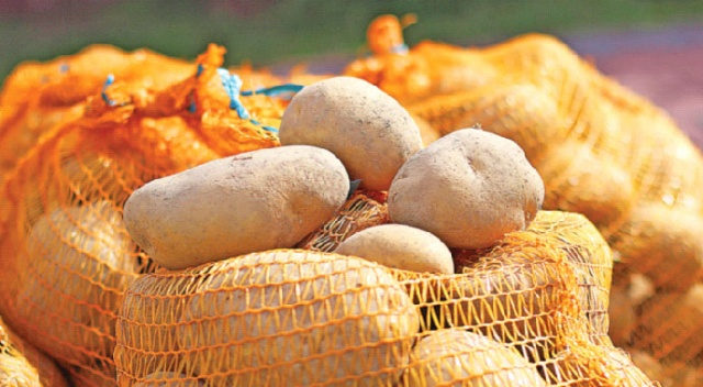 Patates, üretim merkezleri olan Ödemiş ve Niğde'de 2,5-3 liraya fırlayınca perakende fiyatı 6-7 lirayı buldu. İthalatın kesilmesi ise et fiyatlarında kiloda 8 liraya varan artışlara sebep oldu...