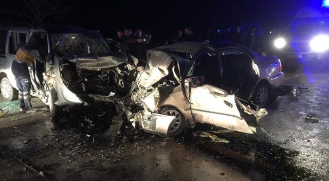 Konya'da otomobil ile hafif ticari araç çarpıştı: 4 ölü, 4 yaralı