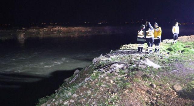 Polisten kaçmaya çalışan şüpheliler su kanalına uçtu