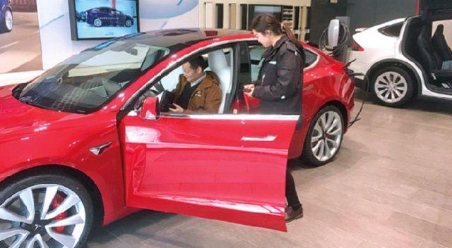 Tesla Çin'de kepenkleri açtı
