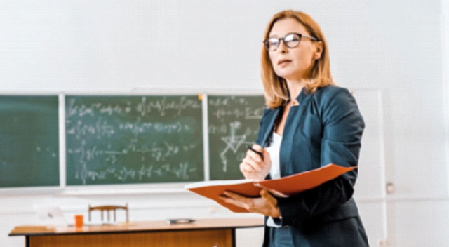 Ücretli öğretmene çıkış aranıyor