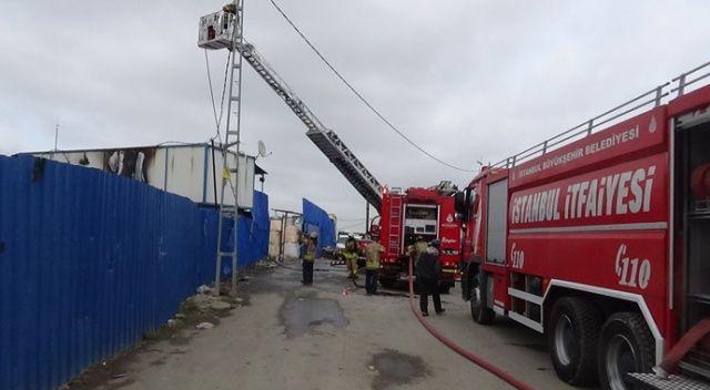 Ümraniye'de geri dönüşüm deposunda korkutan yangın