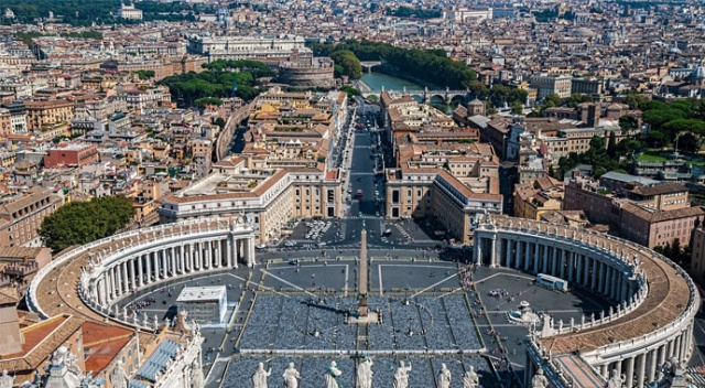 Vatikan'da bir kardinalin koronavirüs testi pozitif çıktı