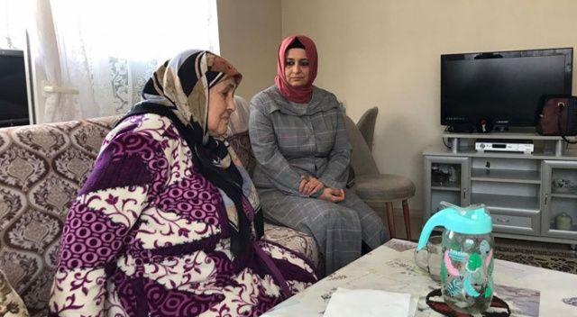 'Biz Bize Yeteriz Türkiyem' kampanyasına 82 yaşındaki Hatice teyzeden bağış