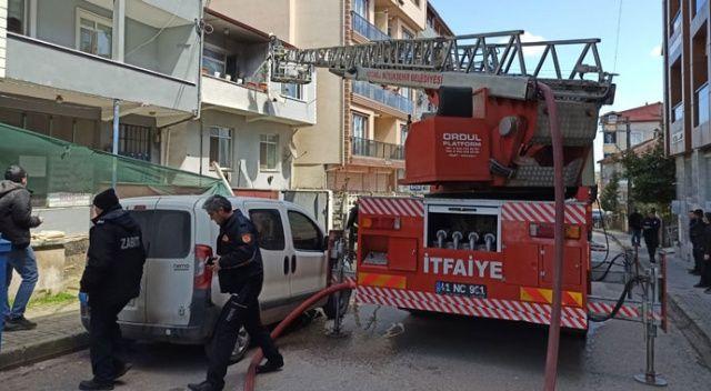2 katlı binada çıkan yangın paniğe neden oldu