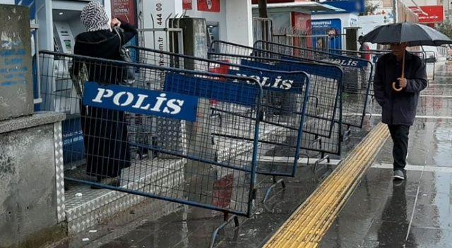 Banka ve ATM önlerine polis bariyeri