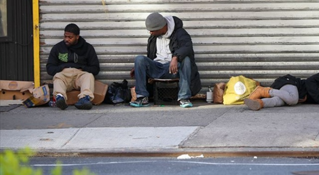 Covid-19 salgınının merkezi New York'ta evsizler hala sokaklarda