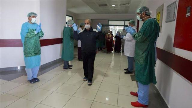 Diyarbakır'da Covid-19'u yenen 5 hasta daha alkışlarla taburcu edildi