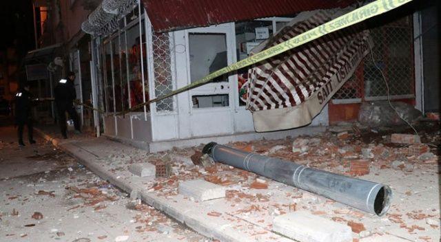 Elazığ'da 5 katlı apartmanın çatısı çöktü