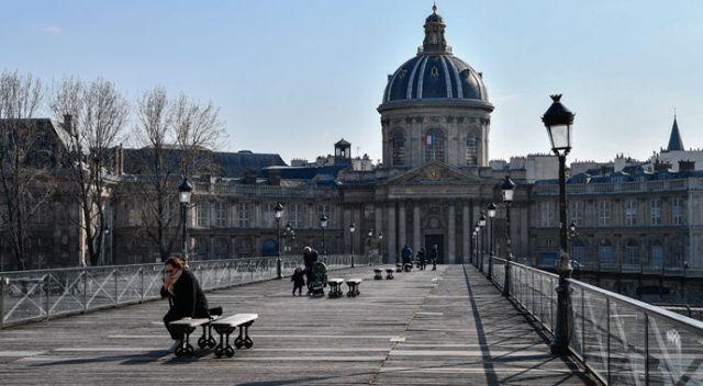 Fransa'da sokağa çıkma yasağına uymayan gence...