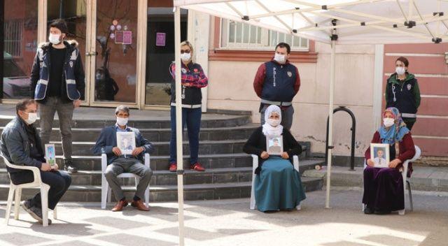HDP önündeki aileleri koronavirüs de yıldırmadı