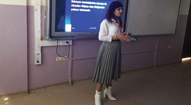 Koronavirüs mücadelesine katılmak için öğretmenlikten istifa edip hemşire oldu