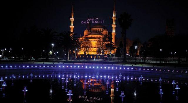 Ramazan akşamlarını boş geçiren tarihi camiler fotoğraf karelerine yansıdı