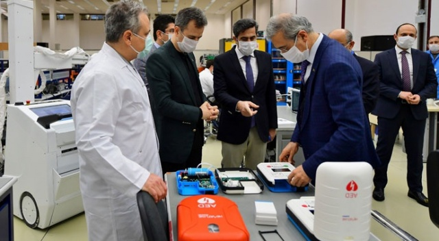 Savunma Sanayii Başkanı Başkanı Demir yerli solunum cihazını inceledi