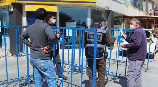 Sosyal yardım ödemesi için PTT'ye gelenler, uyarılarak geri gönderildi