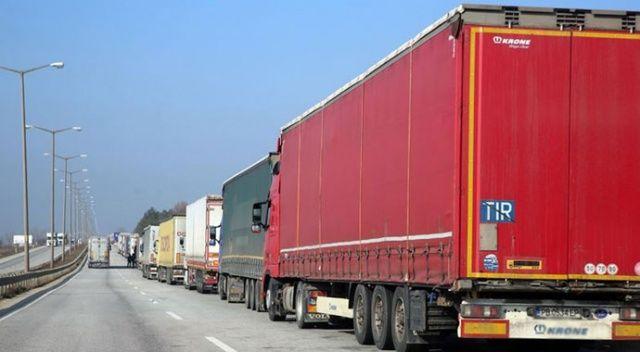 Yunanistan'da Türk plakalı tırın şoförü aracında ölü bulundu