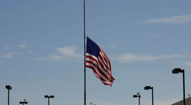 ABD'de Covid-19 nedeniyle hayatını kaybedenler için 3 gün bayraklar yarıya indirilecek