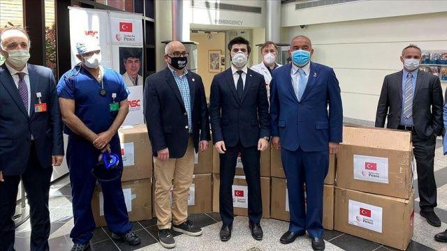 ABD'deki Türk toplumundan sağlık çalışanlarına ekipman yardımı