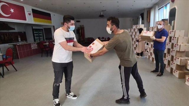 Almanya'daki sığınmacılara YTB'den bayram hediyesi