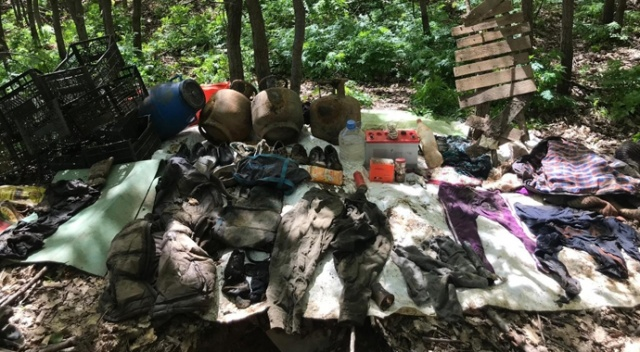 Bitlis'te jandarma, PKK'ya ait 32 odalı sığınağı imha etti