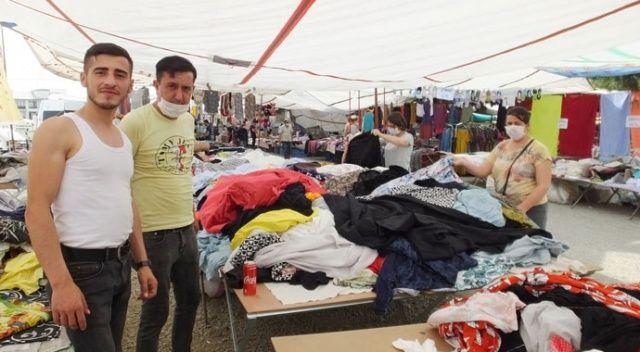 Burhaniye'de giyim pazarları açıldı, esnafın yüzü güldü