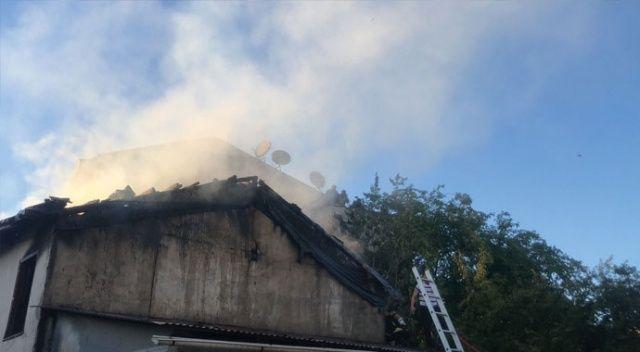 Bursa'da çıkan yangın bir evi küle çevirdi