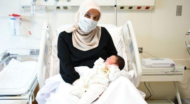 """Çam ve Sakura Şehir Hastanesi'nin ilk bebeği """"Defne Sakura"""" dünyaya geldi"""