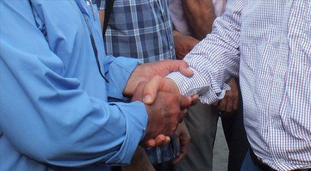 Cezayir'de bayramlaşırken tokalaşma ve sarılma yasaklandı