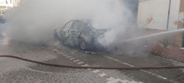 Elektrik kontağından çıkan yangın aracı küle çevirdi