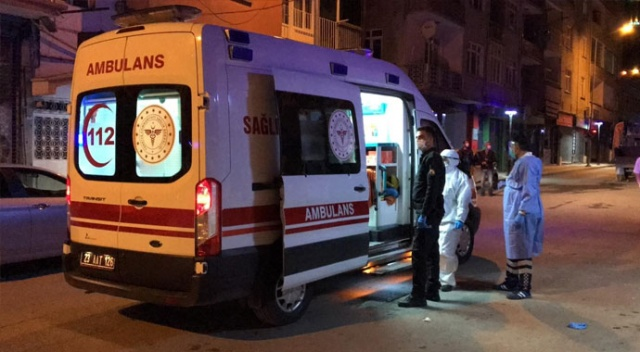 Evinden çıkan koronavirüs şüphelisini polis hastaneye götürdü