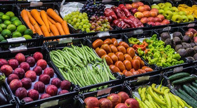 Fiyatı yükselsin diye, sebzeleri çöpe döküyorlar