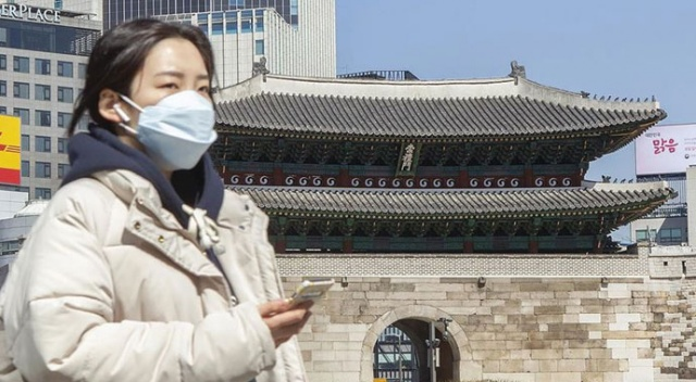 Güney Kore'de sosyal mesafenin korunması için robot barista devrede
