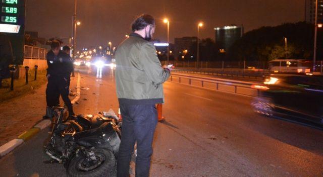 Otomobilin kovaladığı motosikletli kaza yaptı, ardından havaya ateş ederek kaçtı