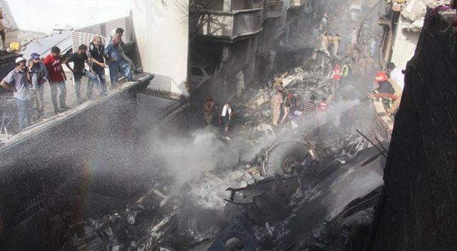Pakistan'daki uçak kazasında 2 kişi dışında kurtulan olmadı