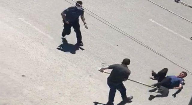 Polise kürekle saldırdı!